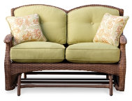 Veranda Loveseat w 2 Pillows
