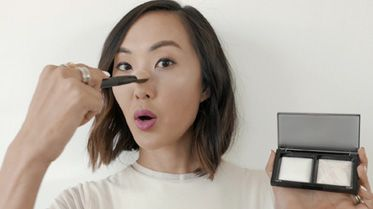 Tutorial: Invisible Light Translucent Powder Duo Featuring Chriselle Lim
