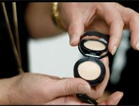How-To Apply SPF 20 Correcting Concealer