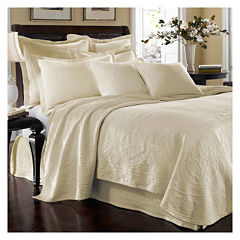 Historic Charleston Collection™ King Charles Matelassé Coverlet