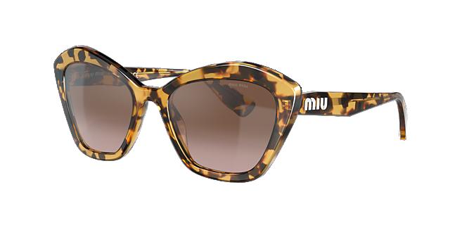 36b5d2aba975c Estilo Jovem e Cosmopolita dos óculos Miu Miu Sunglass Hut