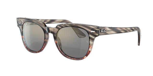 14fa063617185 Os modelos de óculos atemporais da Rayban Sunglass Hut