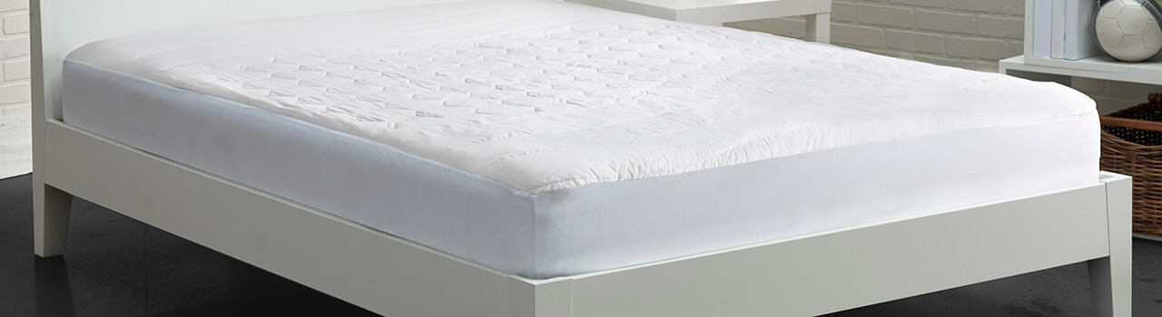 Mattress protector on a foam mattress