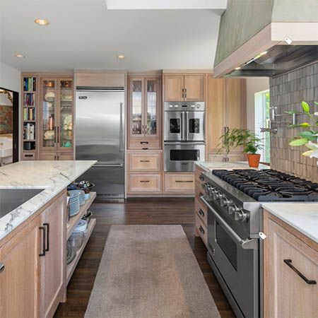 A Stucco Hood Stands Out In Functional Seattle Kitchen By Erin Carlyle Houzz Viking Range Llc